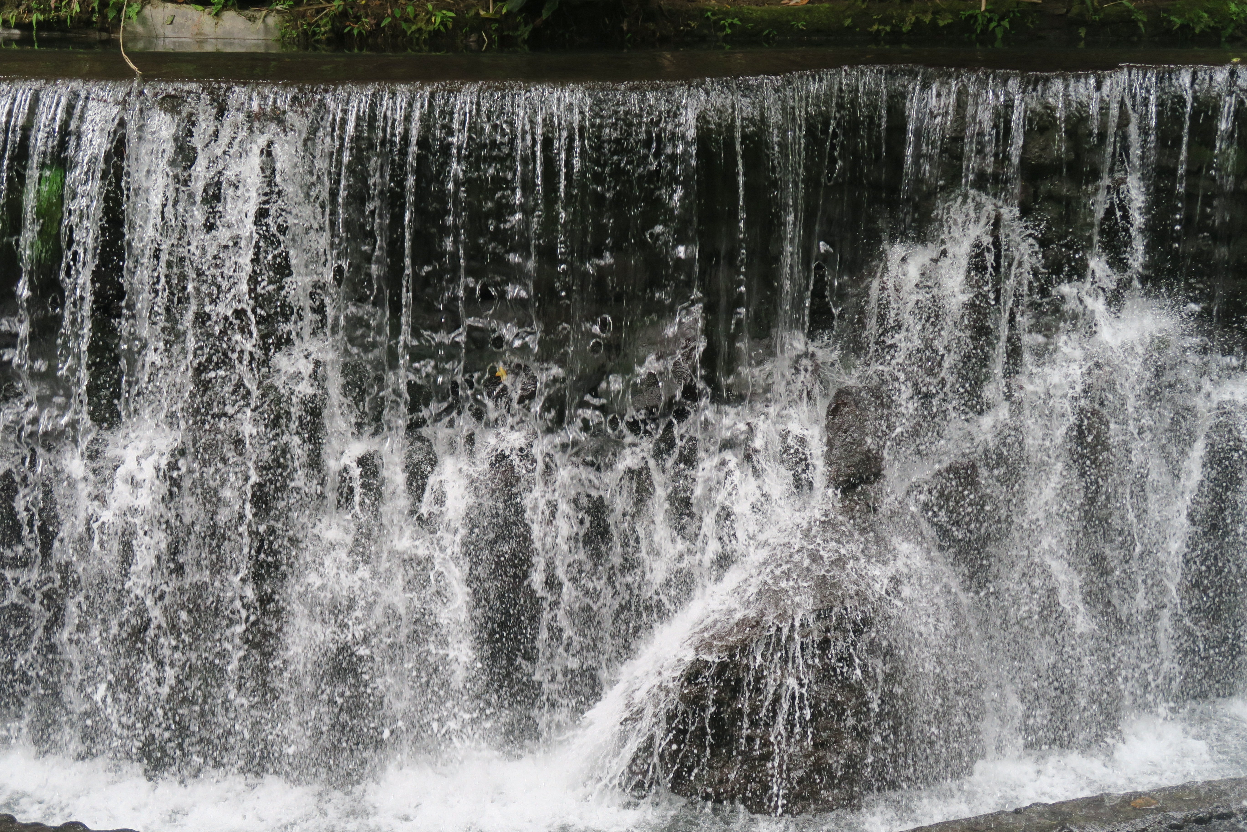 Mini-Falls in Bato Springs Resort